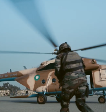 A Pakistani Mi-171 helicopter picking up MEDEVAC personnel.