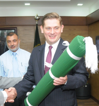 Pakistan's Minister of Defence Production (Rana Tanveer Hussain) and Poland's Deputy Minister of National Defence (Bartosz Kownacki). Photo credit: Pakistan Ministry of Defence Production
