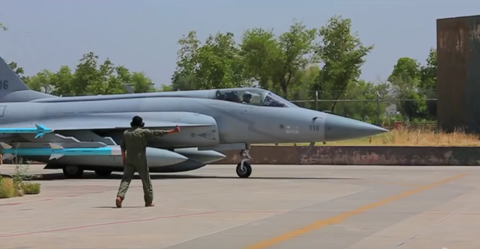 Azerbaijan invites Pakistan to showcase the JF-17 at ADEX 2016