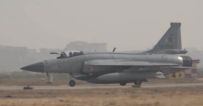 Pakistani-JF-17-in-Hawk-Eye-Exercise